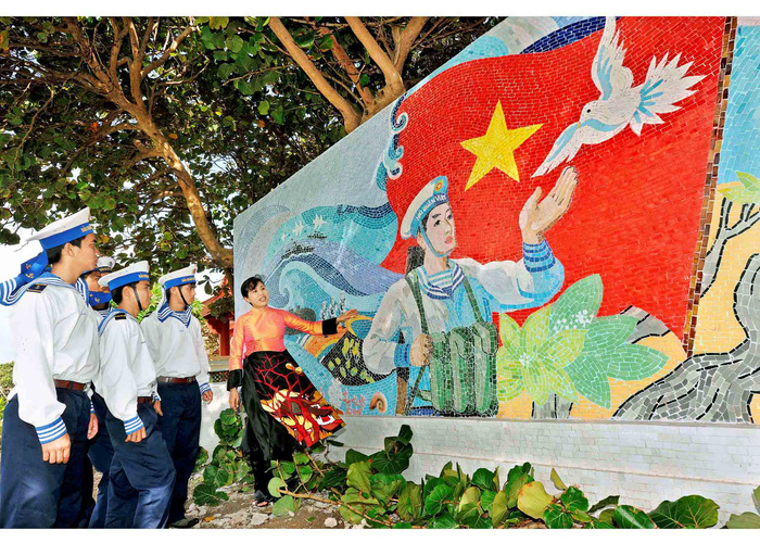 Công trình Bản đồ gốm và tranh gốm của họa sĩ Nguyễn Thu Thủy trên đảo Trường Sa Lớn