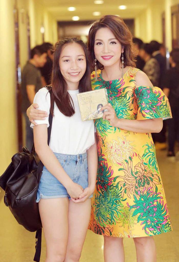 """Con gái út hưởng toàn """"gen trội"""" của Mỹ Linh giờ xinh đẹp, cá tính, hát hay như mẹ - Ảnh 3."""