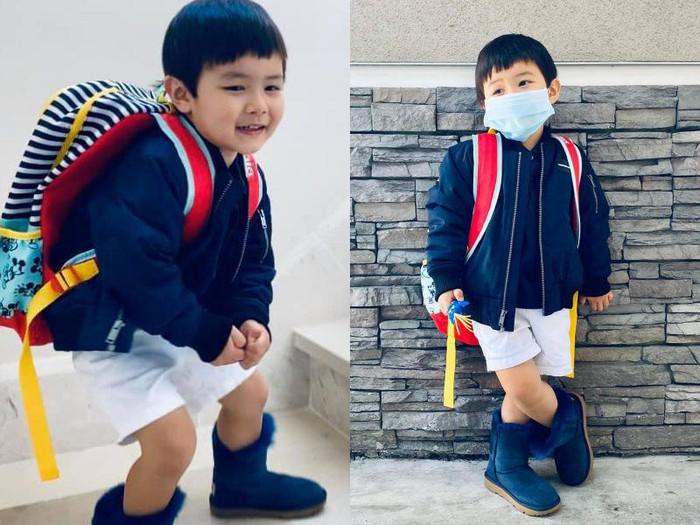 Con trai Đan Trường nhớ trường học sau kỳ nghỉ dài, đòi mặc đồng phục đi siêu thị - Ảnh 1.