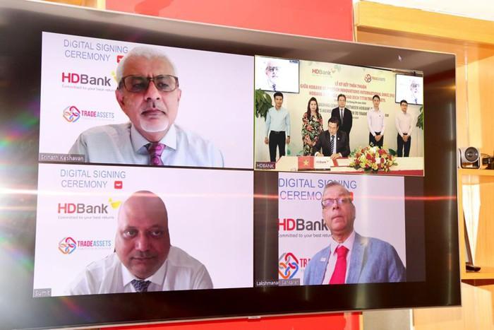 Lễ ký kết được tổ chức trực tuyến ở ba đầu cầu TP. Hồ Chí Minh, Singapore và Dubai