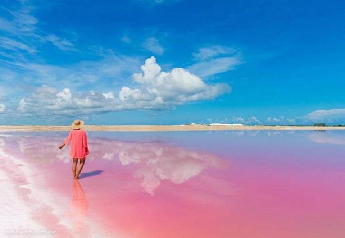 Hồ nước màu hồng đẹp tuyệt nhưng du khách tuyệt đối không được tắm - Ảnh 3.