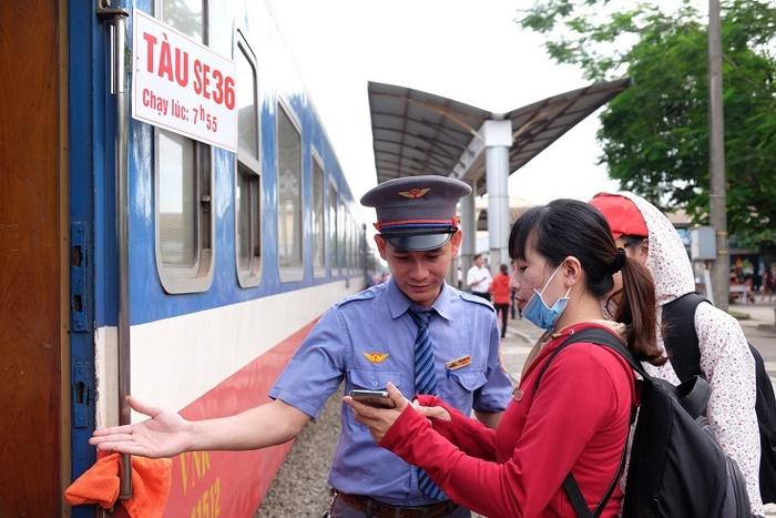 Tàu hỏa Bắc - Nam giảm giá vé tới 50% để hút khách trong mùa dịch  - Ảnh 1.