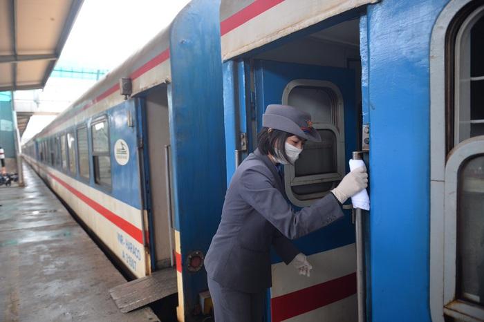 Tàu hỏa Bắc - Nam giảm giá vé tới 50% để hút khách trong mùa dịch  - Ảnh 2.