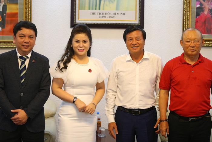Lê Hoàng Diệp Thảo, nữ tướng cà phê, đam mê bóng đá - Ảnh 4.