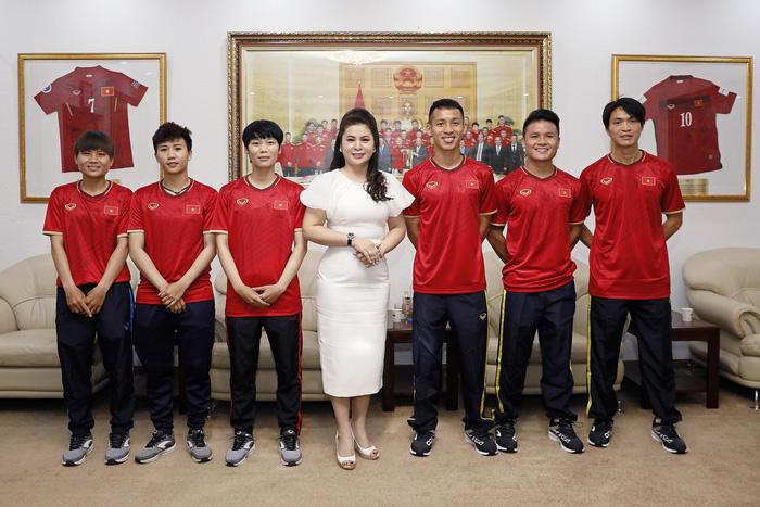 Lê Hoàng Diệp Thảo, nữ tướng cà phê, đam mê bóng đá - Ảnh 3.