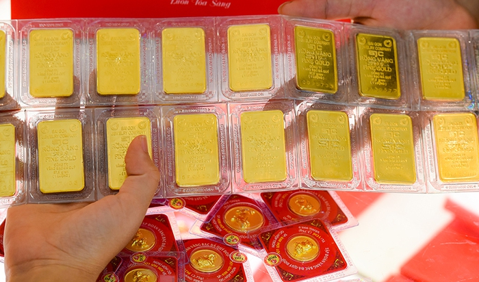 """Giá vàng trong nước giảm trăm nghìn đồng/lượng theo đà """"lao dốc"""" của thị trường thế giới  - Ảnh 1."""