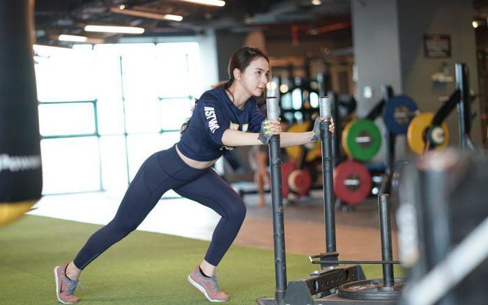Miu Lê tập đúng cách giúp cơ thể săn chắc, chị em đừng nghĩ cứ đến gym là đô con - Ảnh 8.