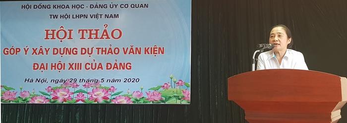 Phó Bí thư Đảng Đoàn, Phó Chủ tịch Thường trực Hội LHPN Việt Nam Hoàng Thị Ái Nhiên phát biểu đề dẫn.