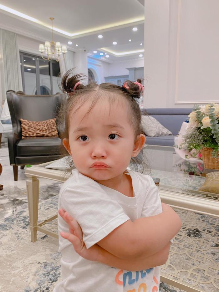 Bất ngờ về cách Phan Hiển nghiêm khắc dạy con gái 2 tuổi - Ảnh 1.