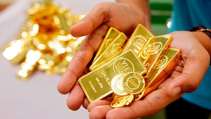 Áp lực tin sốc, vàng thế giới tiếp tục giảm trong khi thị trường trong nước điều chỉnh nhẹ - Ảnh 1.