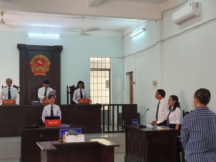 Nhân viên khách sạn dâm ô 5 bé gái bị phạt 6 năm tù - Ảnh 1.