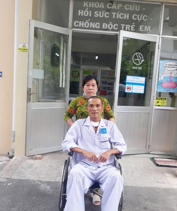 Vợ chồng anh Trần Minh Tâm trong 1 lần đi thăm khám sức khỏe