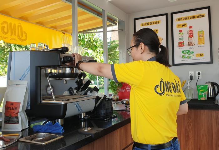 Cà phê Ông Bầu đến công trường, trợ giá cho công nhân - Ảnh 5.