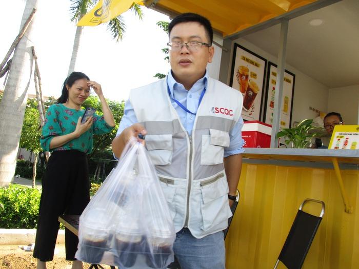 Cà phê Ông Bầu đến công trường, trợ giá cho công nhân - Ảnh 6.