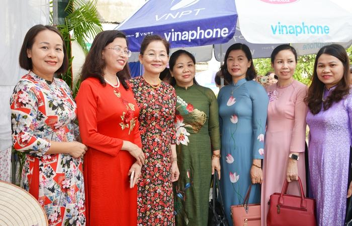 Trưng bày nông sản an toàn do hội viên phụ nữ sản xuất - Ảnh 4.