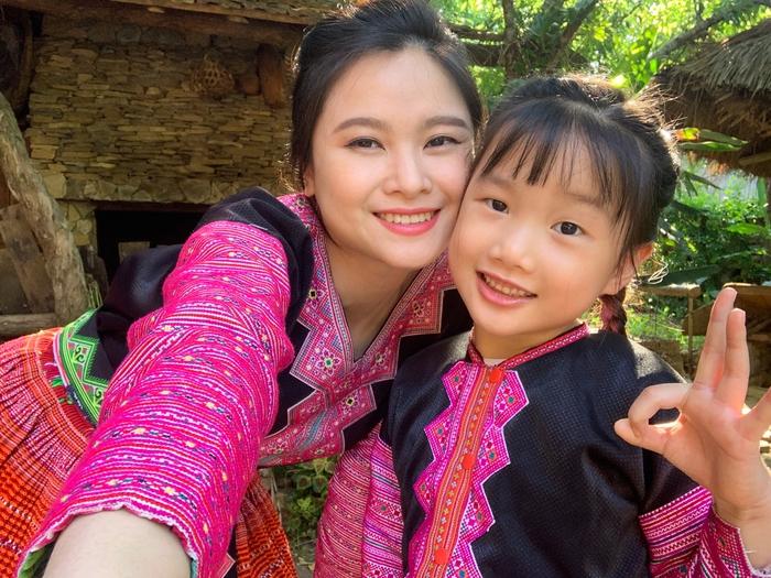 """Mina Phạm, cô bé 6 tuổi lại """"gây bão"""" với clip trải nghiệm ở Bản H'Mông - Ảnh 3."""
