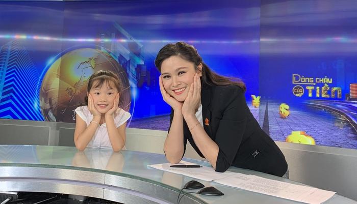 """Mina Phạm, cô bé 6 tuổi lại """"gây bão"""" với clip trải nghiệm ở Bản H'Mông - Ảnh 6."""