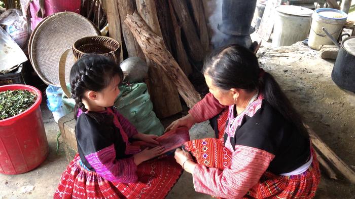 """Mina Phạm, cô bé 6 tuổi lại """"gây bão"""" với clip trải nghiệm ở Bản H'Mông - Ảnh 5."""