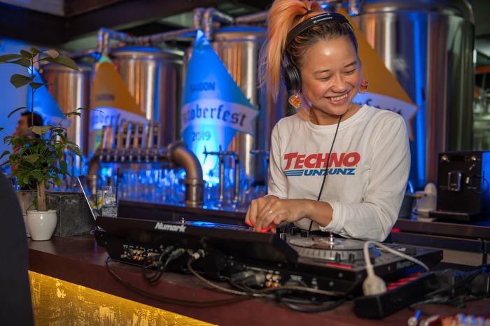 Câu chuyện về nữ DJ tài năng Đức yêu giá trị văn hóa gia đình Việt - Ảnh 1.