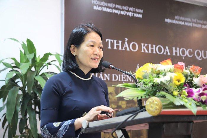 """""""Áo dài là biểu tượng bản sắc văn hóa Việt, thể hiện vẻ đẹp tâm hồm của người Việt Nam!"""" - Ảnh 1."""