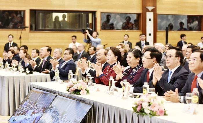 Thủ tướng Nguyễn Xuân Phúc: Đong đầy tình cảm đoàn kết, đùm bọc lẫn nhau của đại gia đình ASEAN - Ảnh 3.