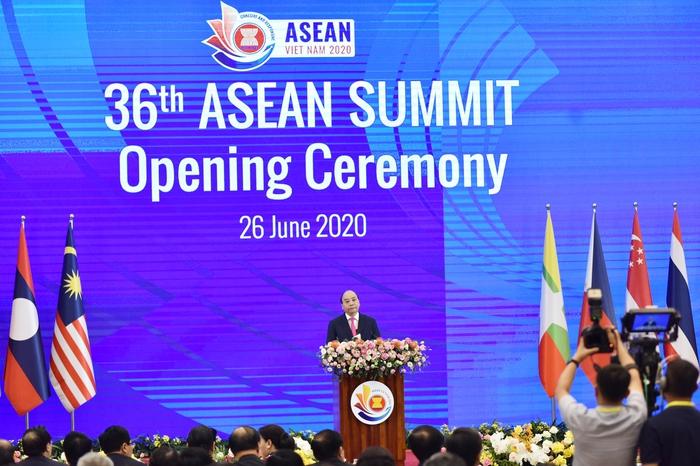 Thủ tướng Nguyễn Xuân Phúc: Đong đầy tình cảm đoàn kết, đùm bọc lẫn nhau của đại gia đình ASEAN - Ảnh 1.