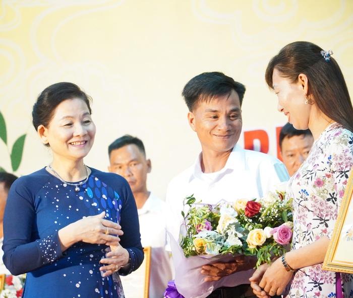Phú Thọ: Biểu dương 30 gia đình hạnh phúc tiêu biểu giai đoạn 2016-2020 - Ảnh 7.