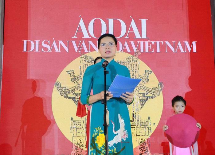 """Lung linh đêm """"Áo dài - Di sản văn hóa Việt Nam"""" tại Văn Miếu - Quốc Tử Giám - Ảnh 1."""