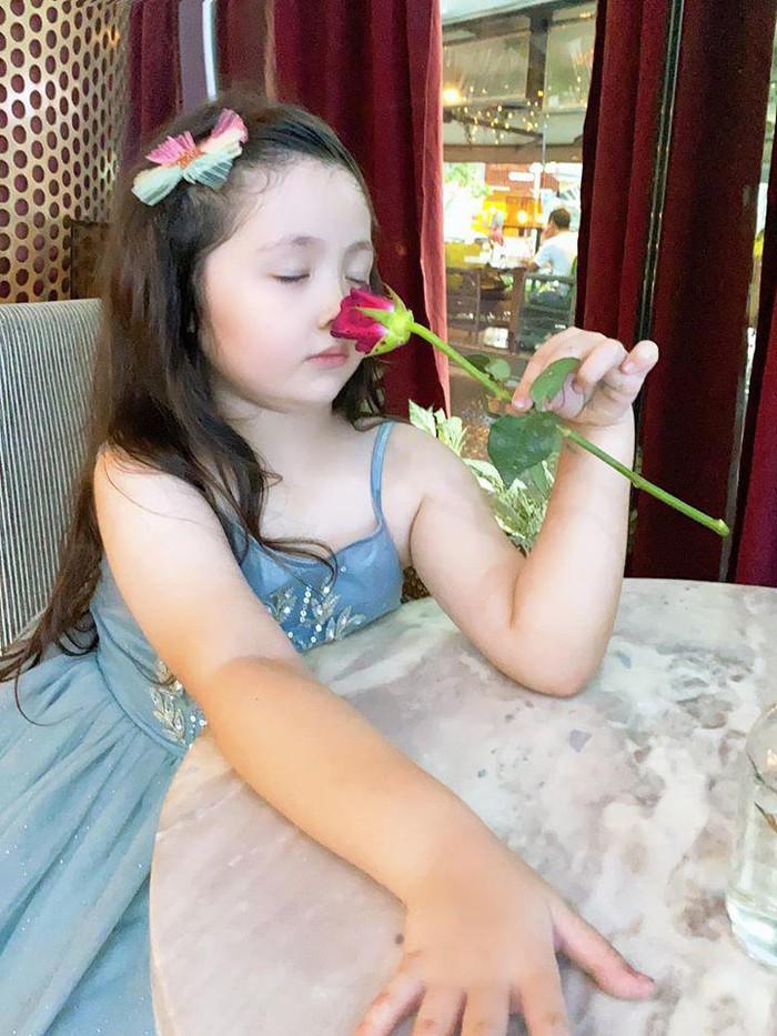 Lâu lắm Elly Trần mới khoe hình con gái, ai ngờ Cadie Mộc Trà đã điệu như nàng thơ - Ảnh 3.
