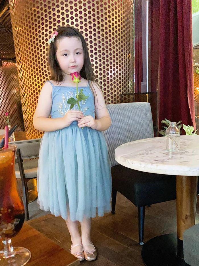 Lâu lắm Elly Trần mới khoe hình con gái, ai ngờ Cadie Mộc Trà đã điệu như nàng thơ - Ảnh 4.