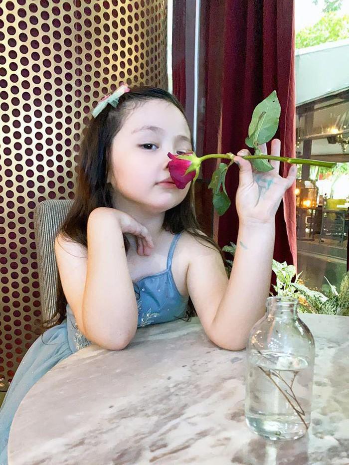 Lâu lắm Elly Trần mới khoe hình con gái, ai ngờ Cadie Mộc Trà đã điệu như nàng thơ - Ảnh 2.
