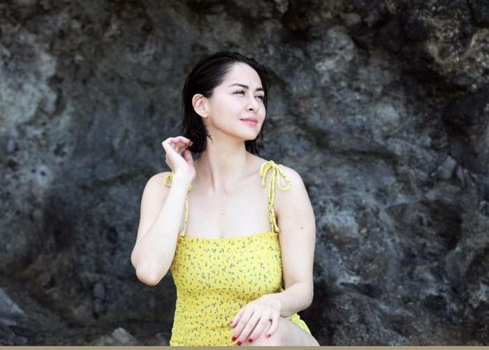 Hết thời phát phì sau sinh, mỹ nhân đẹp nhất Philippines tự tin diện bratop khoe cơ bụng săn chắc - Ảnh 4.