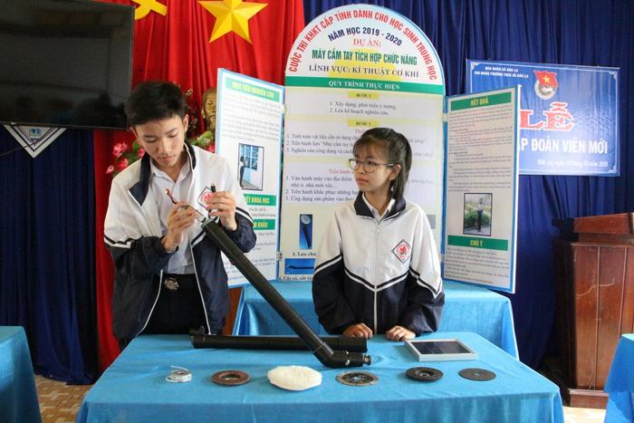 Hai học sinh Kon Tum chế tạo máy đa năng vì muốn chia sẻ công việc nhà với mẹ - Ảnh 2.