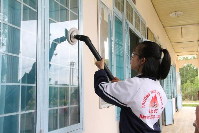 Hai học sinh Kon Tum chế tạo máy đa năng vì muốn chia sẻ công việc nhà với mẹ - Ảnh 1.