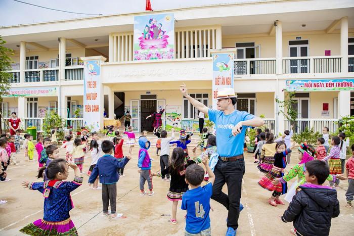 Xuân Bắc cấp phát hàng cứu trợ phòng chống dịch Covid-19 của UNICEF tại Điện Biên  - Ảnh 3.