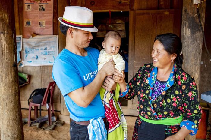 Xuân Bắc cấp phát hàng cứu trợ phòng chống dịch Covid-19 của UNICEF tại Điện Biên  - Ảnh 5.