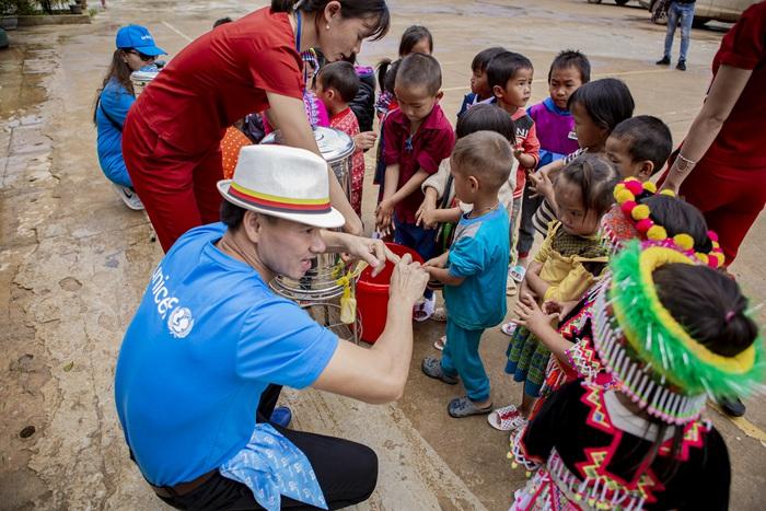 Xuân Bắc cấp phát hàng cứu trợ phòng chống dịch Covid-19 của UNICEF tại Điện Biên  - Ảnh 4.