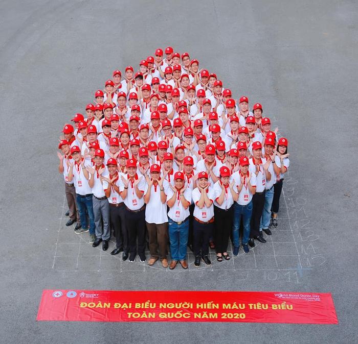 Tôn vinh 100 người hiến máu tiêu biểu năm 2020 - Ảnh 1.