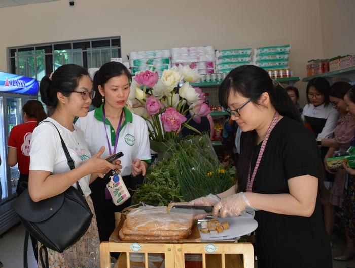Ra mắt cửa hàng giới thiệu sản phẩm nông sản an toàn do phụ nữ làm chủ - Ảnh 2.