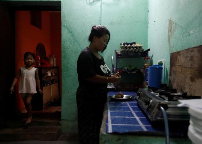 Các gia đình Nepal đối mặt với nạn đói trong đại dịch Covid-19 - Ảnh 2.