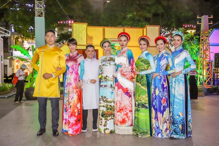 NTK Nhật Dũng ra mắt 2 BST áo dài tại phố đi bộ Nguyễn Huệ - Ảnh 4.
