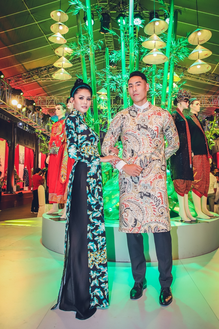 NTK Nhật Dũng ra mắt 2 BST áo dài tại phố đi bộ Nguyễn Huệ - Ảnh 6.
