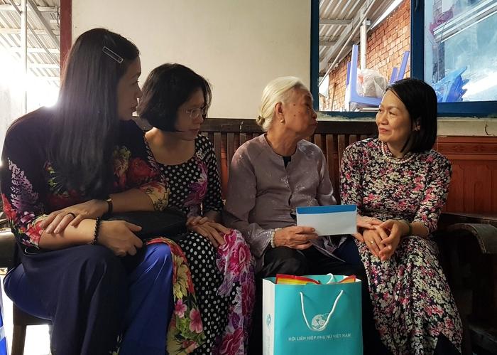 Đoàn Chủ tịch Trung ương Hội LHPN Việt Nam tri ân người có công và gia đình chính sách - Ảnh 3.