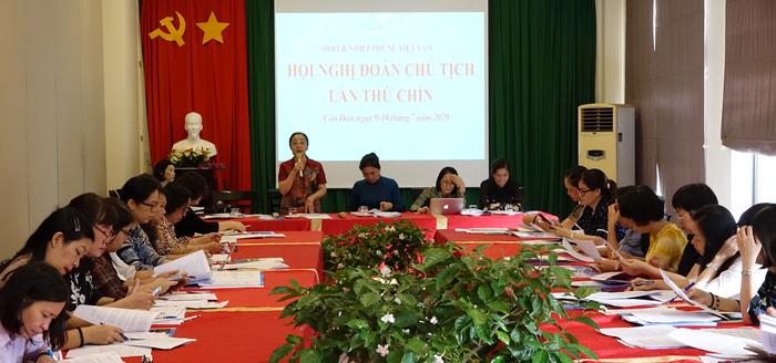 Phó Chủ tịch Thường trực Hội LHPN Việt Nam Hoàng Thị Ái Nhiên yêu cầu các đại biểu tham gia hội nghị phát huy trí tuệ, đóng góp ý kiến thiết thực để hội nghị đạt kết quả tốt