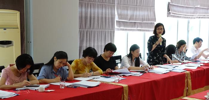 Bà Phạm Thị Hương Giang (UV Đoàn Chủ tịch, Trưởng Ban Kế hoạch - Tài chính) có những ý kiến thiết thực cho các dự thảo chuẩn bị cho Hội nghị BCH lần thứ X