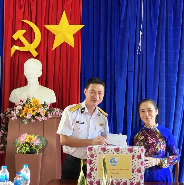 Đoàn Chủ tịch Trung ương Hội LHPN Việt Nam tri ân người có công và gia đình chính sách - Ảnh 1.