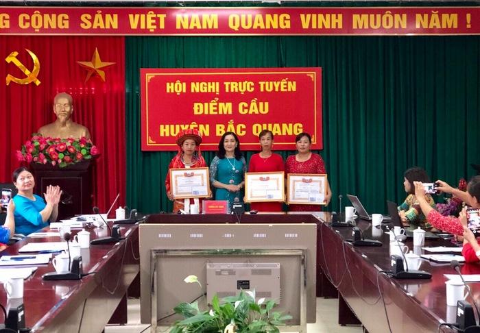 Hà Giang: Vinh danh 53 tập thể, cá nhân phụ nữ tiêu biểu trong phong trào Thi đua yêu nước - Ảnh 2.