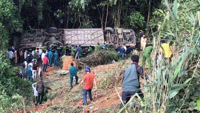 Sức khỏe 32 nạn nhân bị thương vụ xe lao xuống vực ở Kon Tum hiện ra sao? - Ảnh 1.