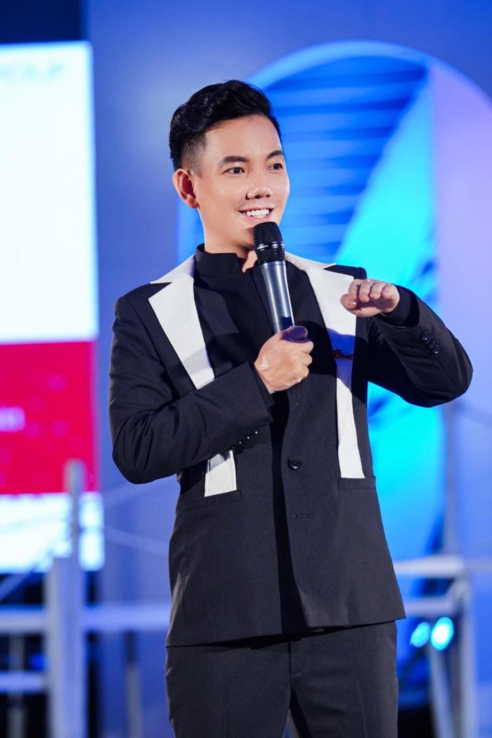"""NSND Lan Hương ngồi """"ghế nóng"""" Vietnam Top Fashion & Hair 2020 - Ảnh 2."""