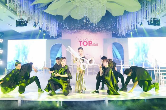 """NSND Lan Hương ngồi """"ghế nóng"""" Vietnam Top Fashion & Hair 2020 - Ảnh 8."""